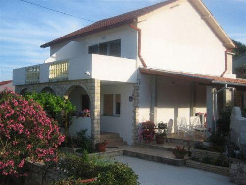 Apartments Mais Tisno