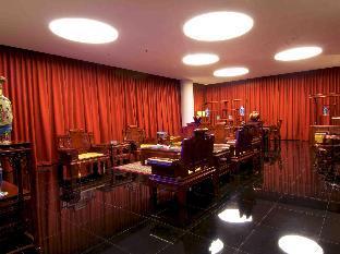 Photo of Merlynn Park Hotel