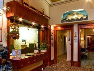 Falls Of Lora Hotel