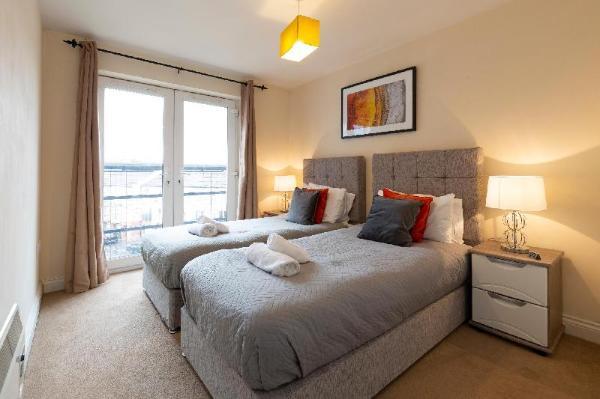 Higher Living - Southampton City Penthouse Southampton