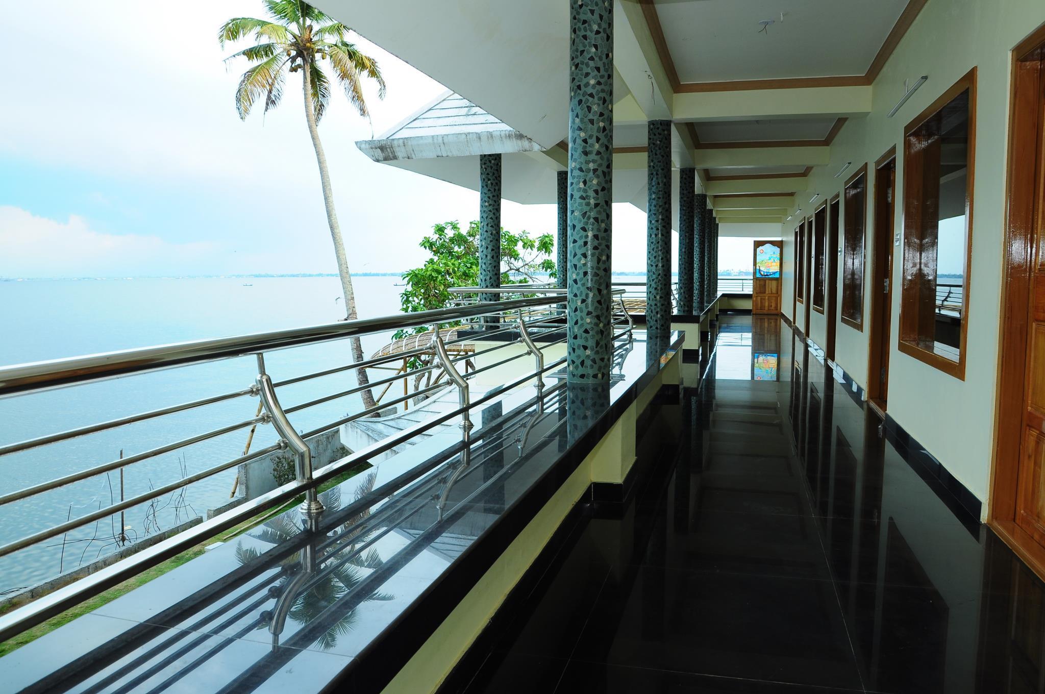 Review Cosy Lake Villa