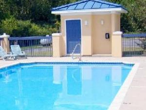 Deluxe Inn & Suites - Moss Point
