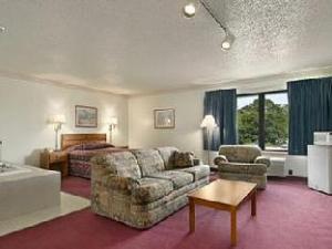 Super 8 Watertown WI Hotel