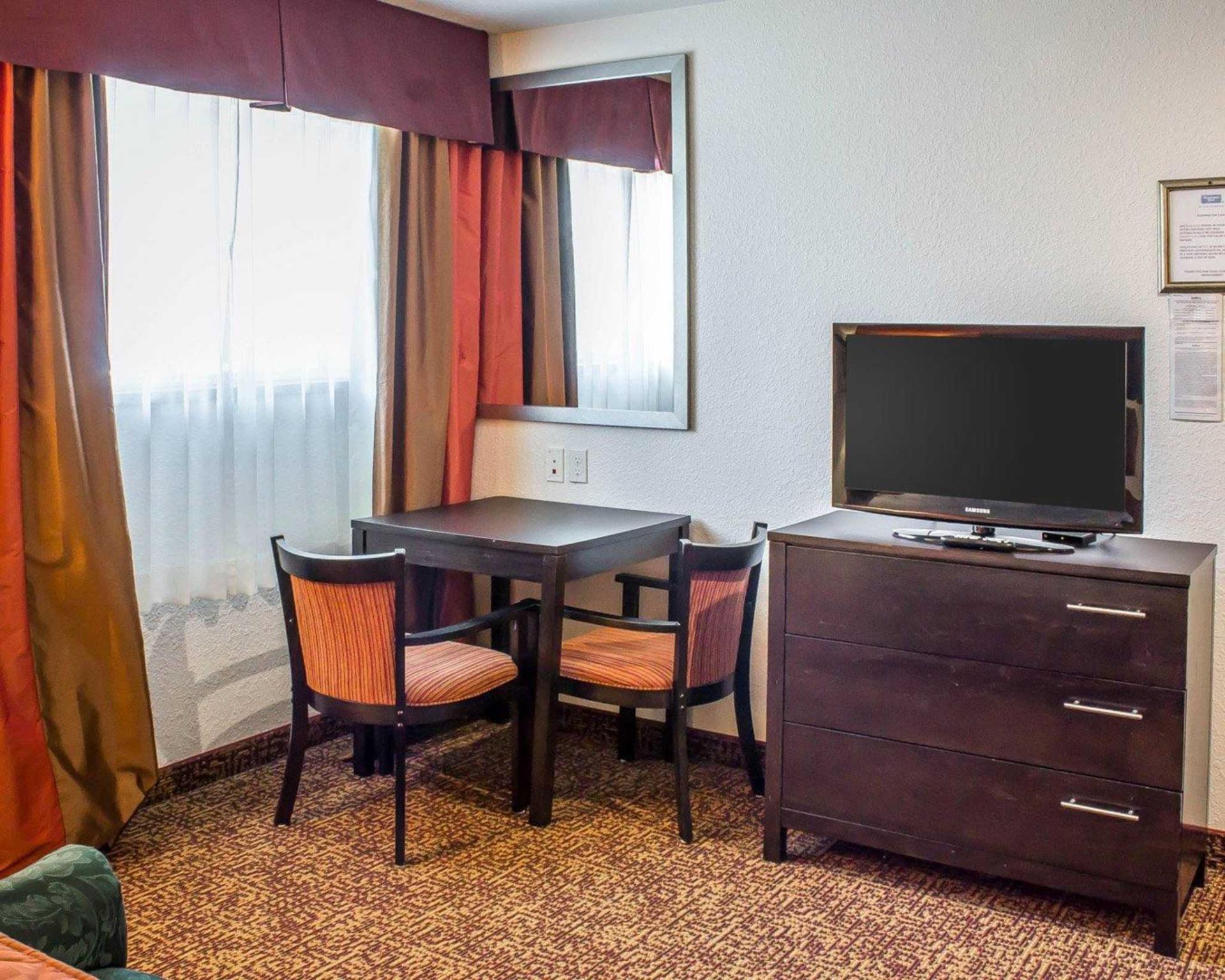 Rodeway Inn And Suites Near Okoboji Lake Milford