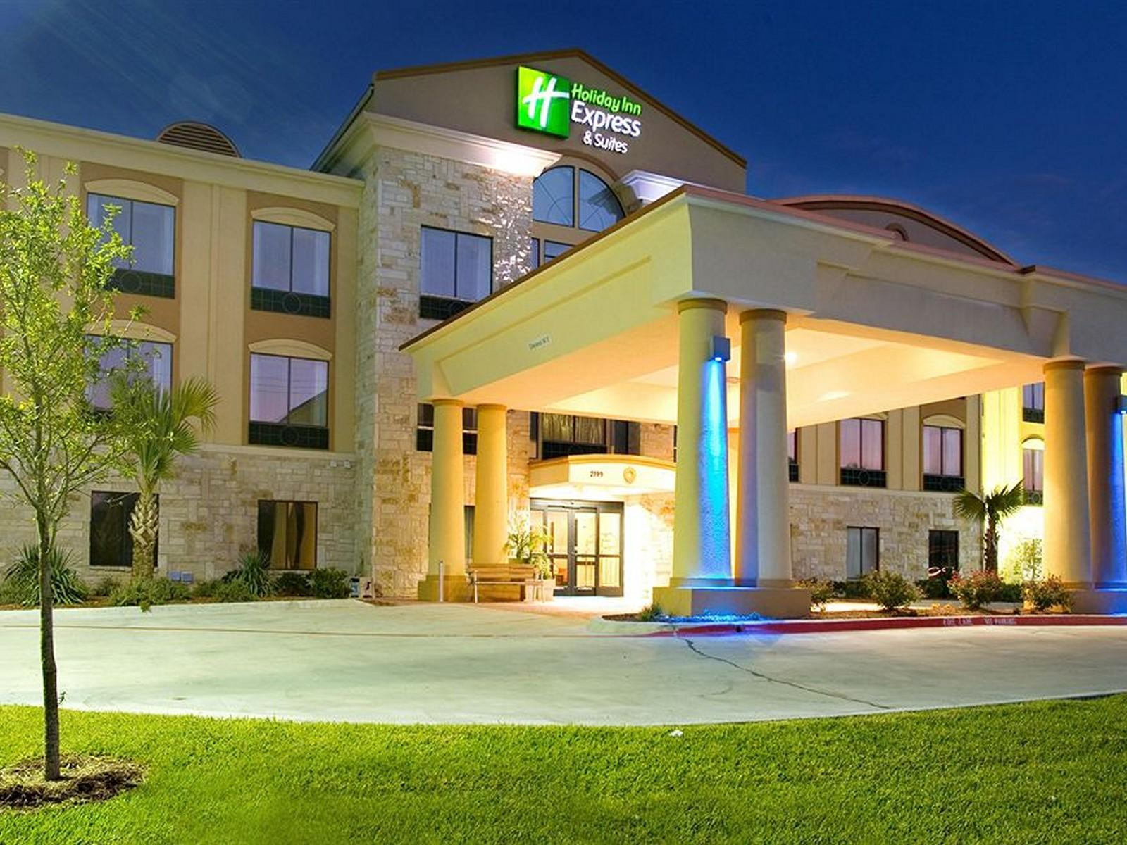 Holiday Inn Express And Suites Beeville