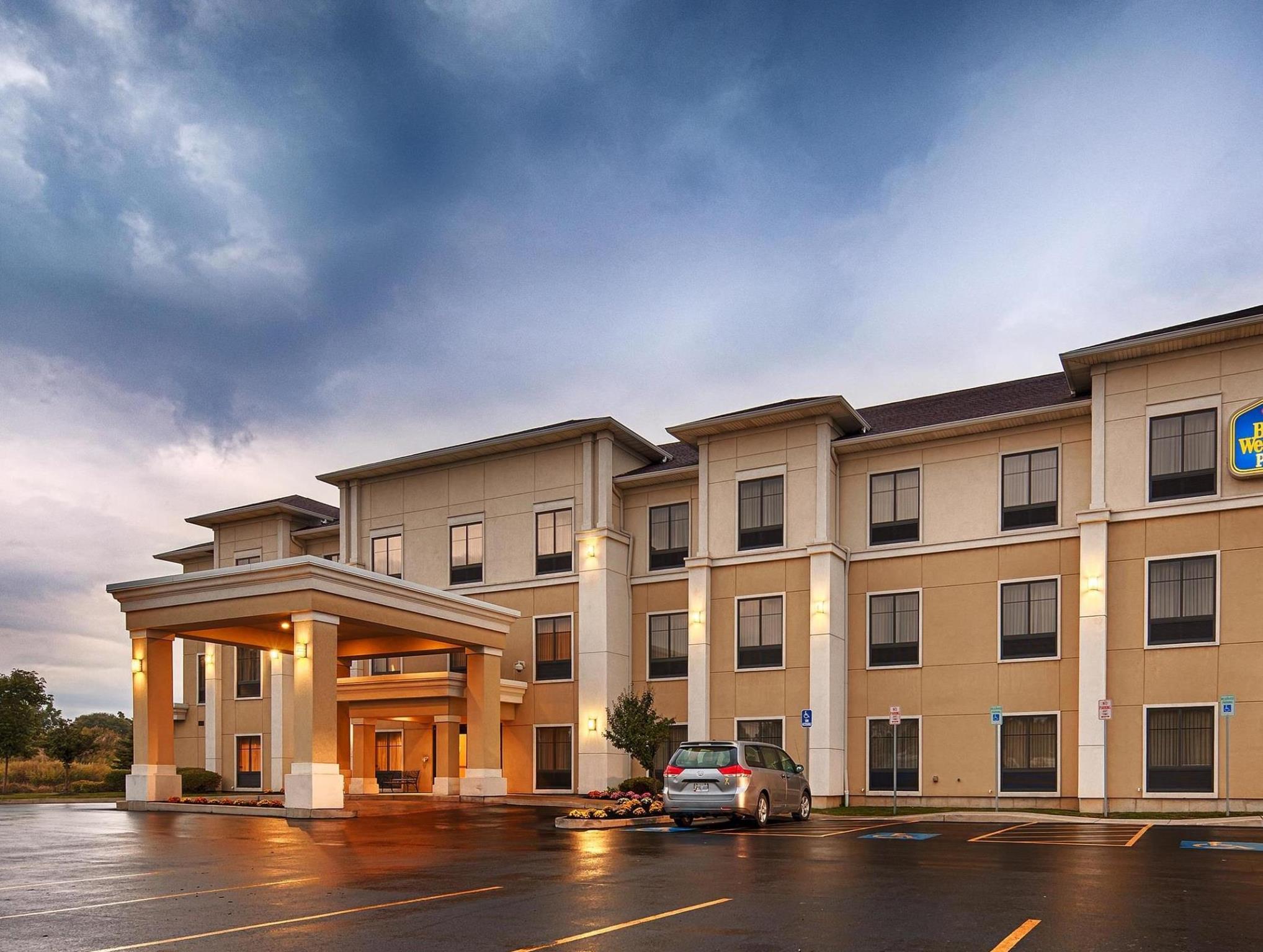 La Quinta Inn And Suites By Wyndham Lackawanna