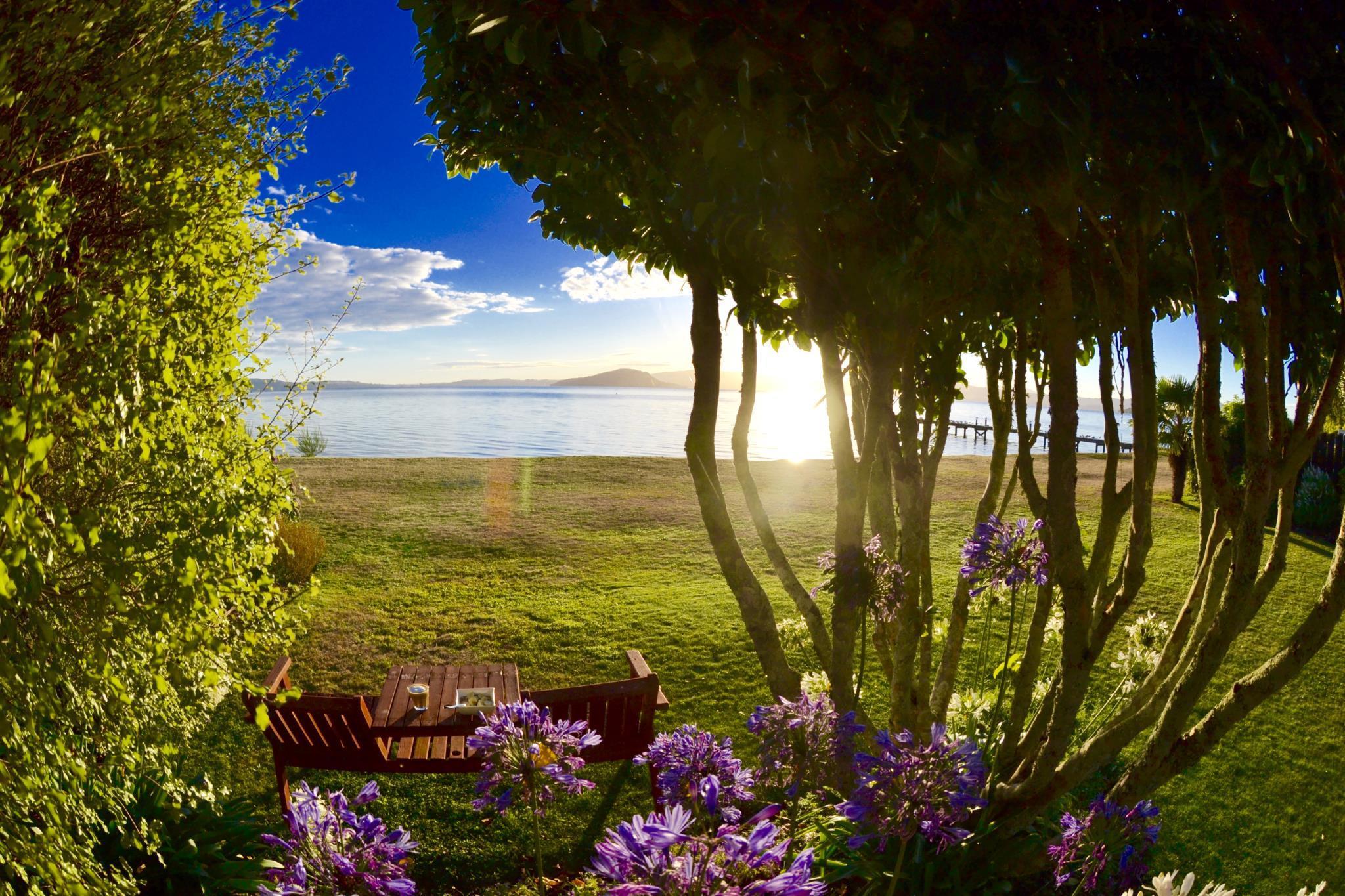 Parawai Bay Lakeside Retreat  Rotorua