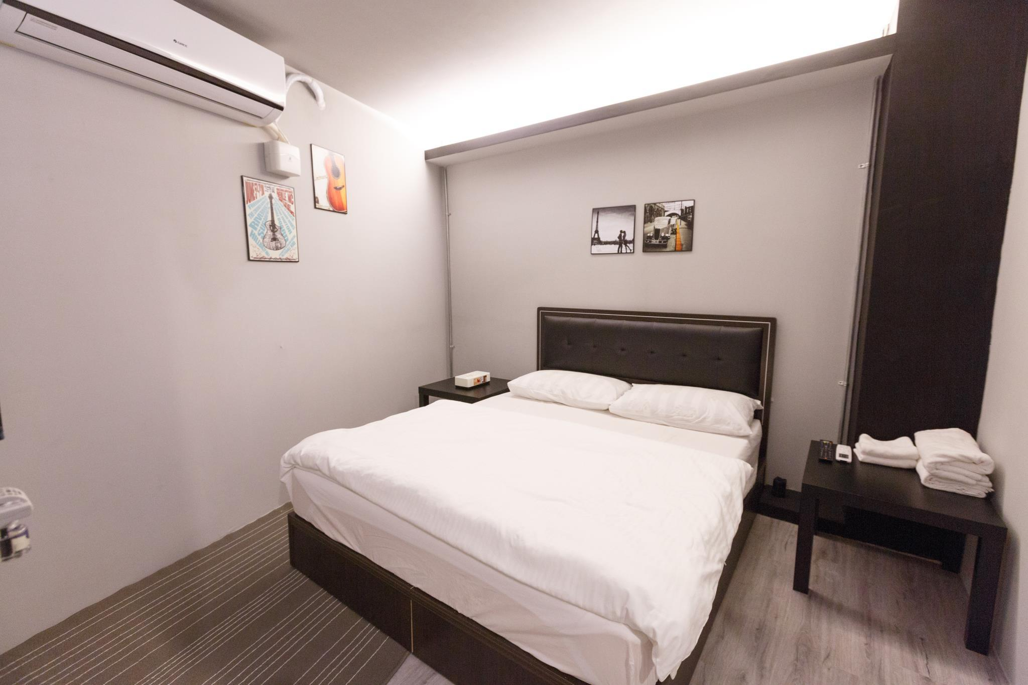 Kaohsiung Near Zuoying Attraction And Lotus Pond Scenic Area And Ruifeng Night Market  Double Room 01