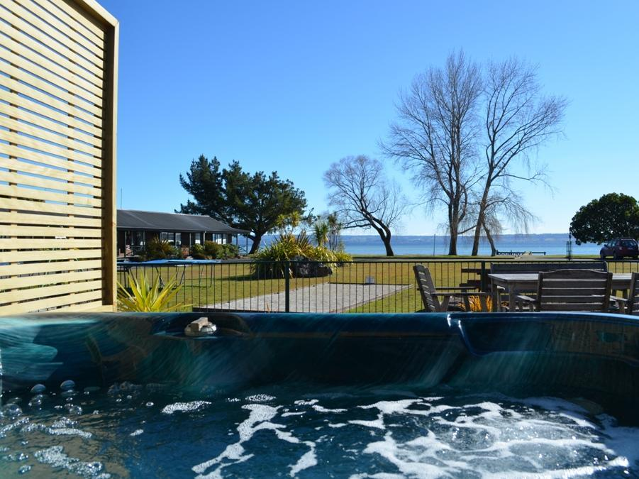 Cedarwood Lakeside Motel And Conference Venue