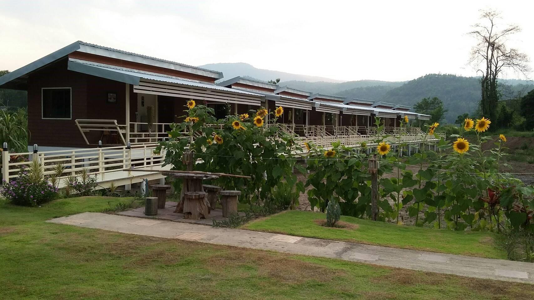 Monthathip Resort มณฑาทิพย์ รีสอร์ต