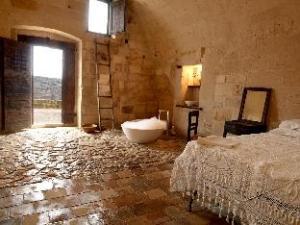 Sextantio Le Grotte Della Civita Hotel