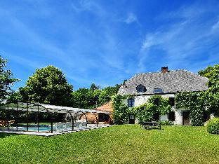 Magnificent Holiday Home in Baronville with Heated Pool   Billiards