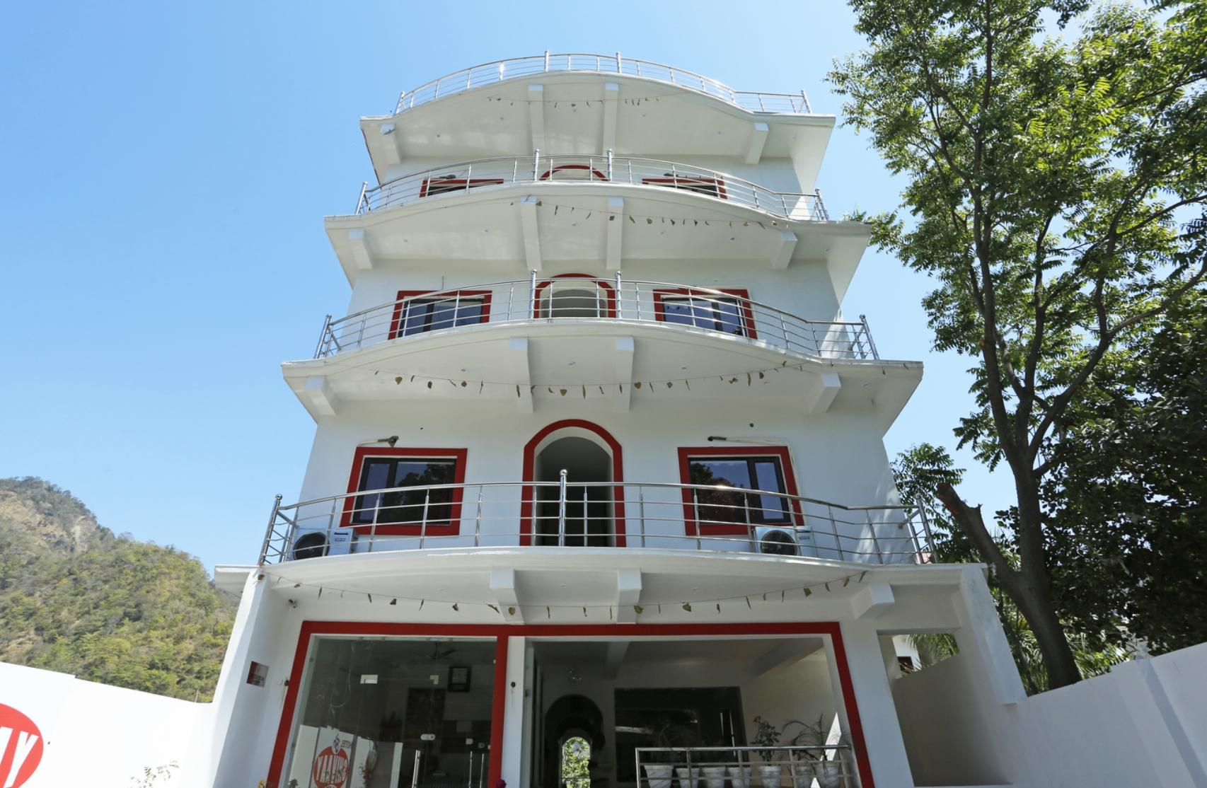 FabHotel Om Shivaay Inn