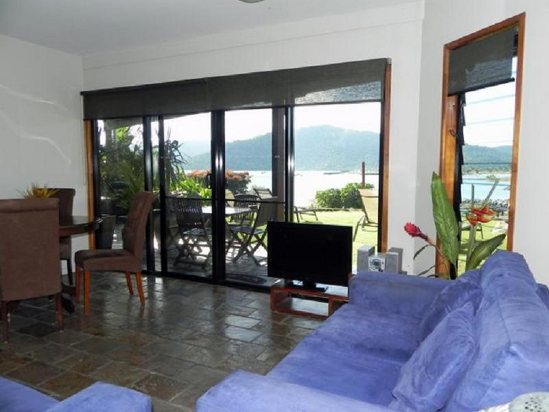 Airlie Waterfront Bed And Breakfast