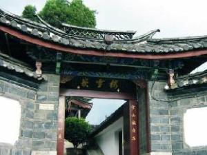 關於麗江嵌雪樓酒店 (Lijiang Old Town Castle Hotel)
