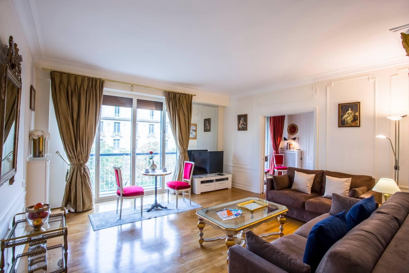 Champs Elysees George V Luxury Stay