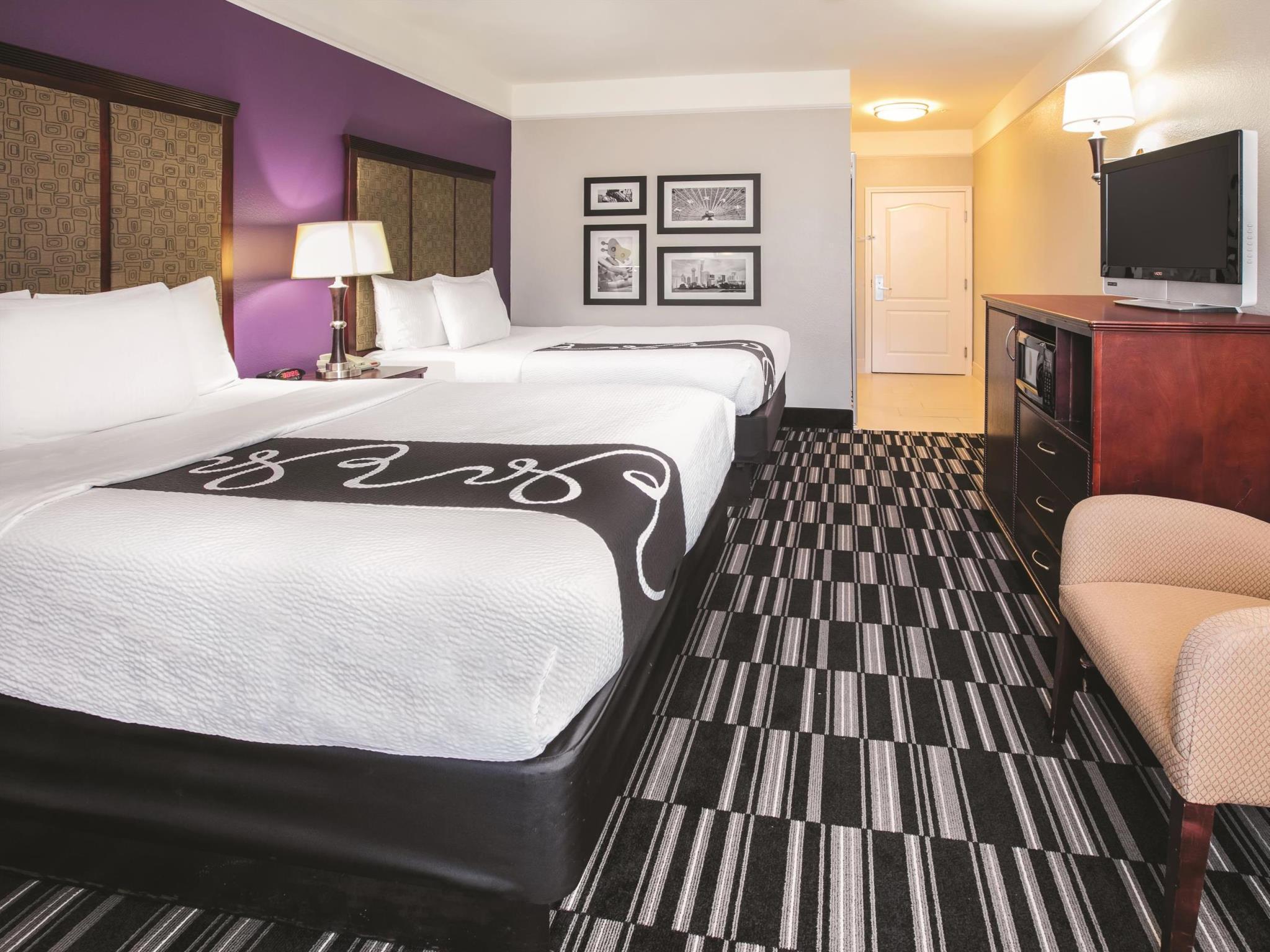 La Quinta Inn & Suites By Wyndham Dallas South DeSoto