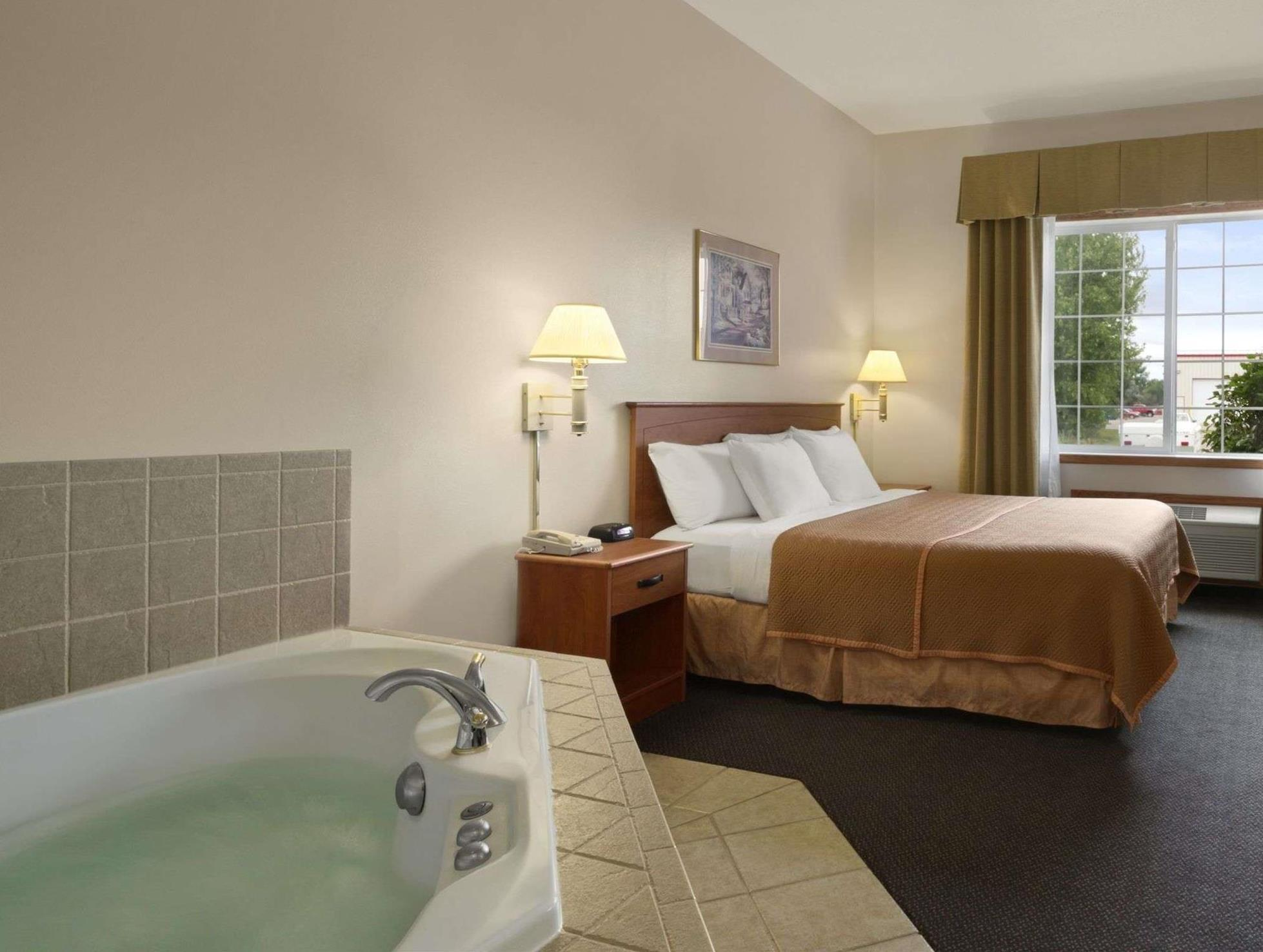 Travelodge & Suites By Wyndham Fargo Moorhead