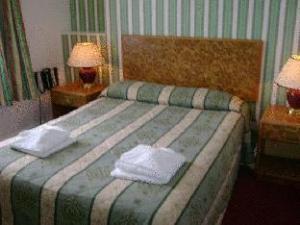 โฟร์ เซนต์ส บริก อี ดอน โฮเต็ล (Four Saints Brig Y Don Hotel)