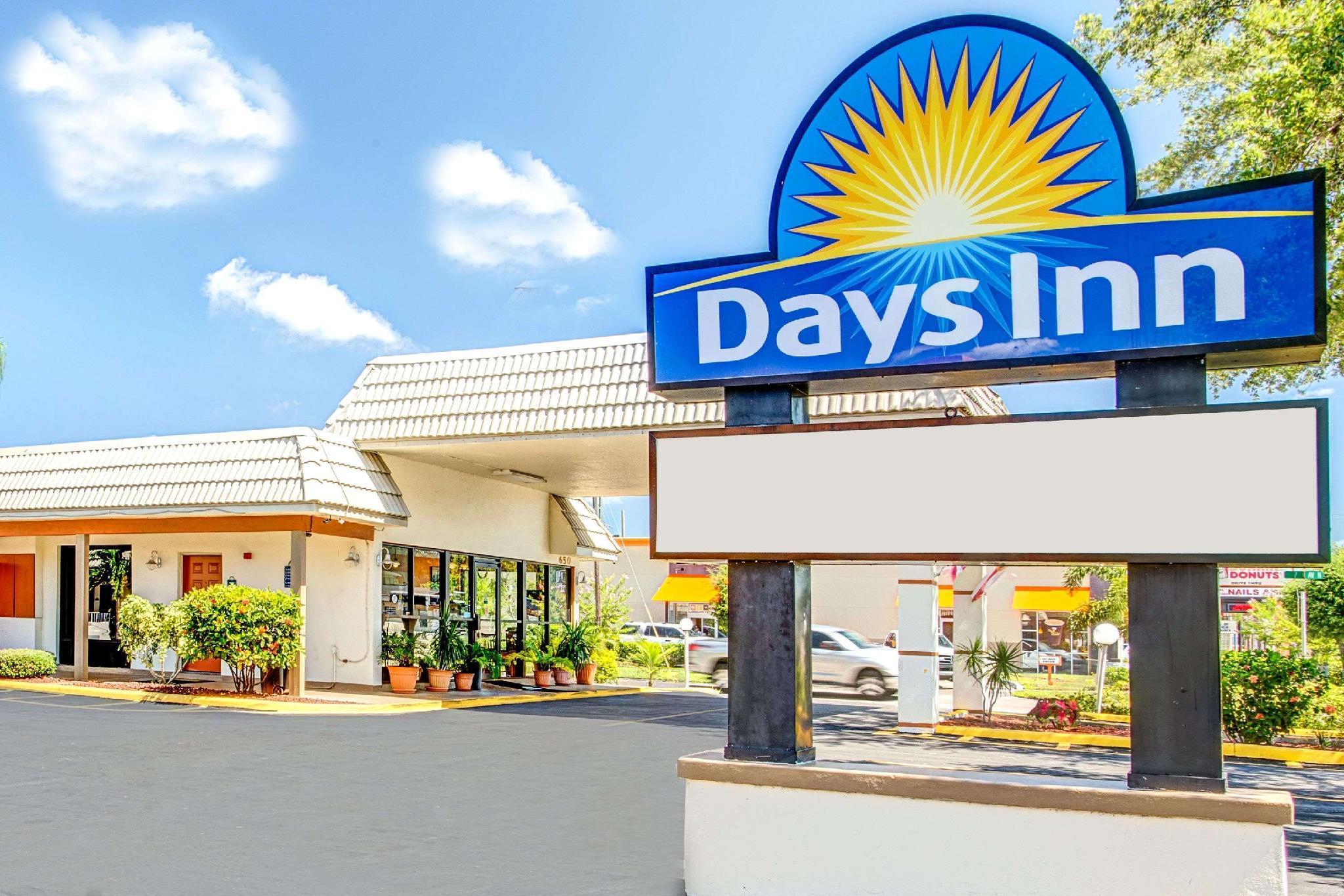 Days Inn By Wyndham St. Petersburg Central