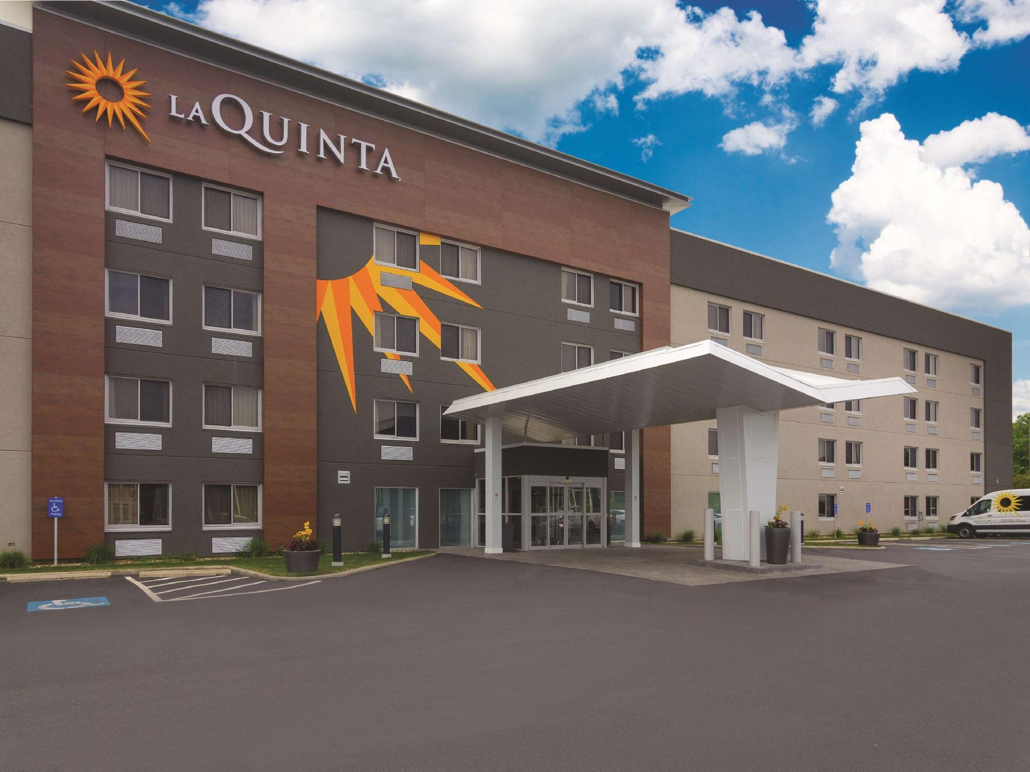 La Quinta Inn And Suites By Wyndham Cleveland   Airport North