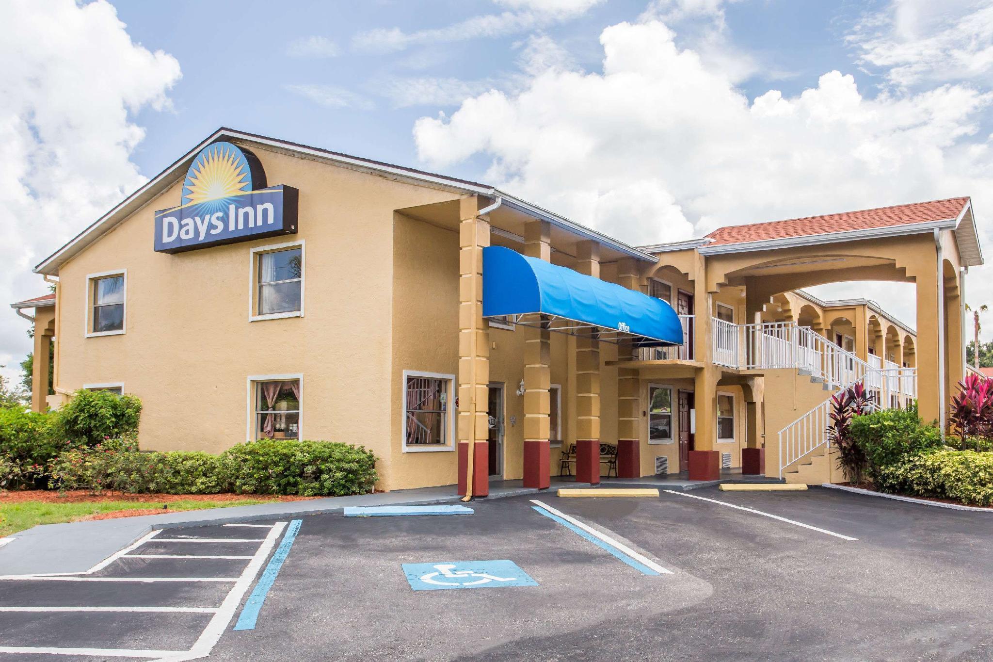 Days Inn By Wyndham Bradenton I 75