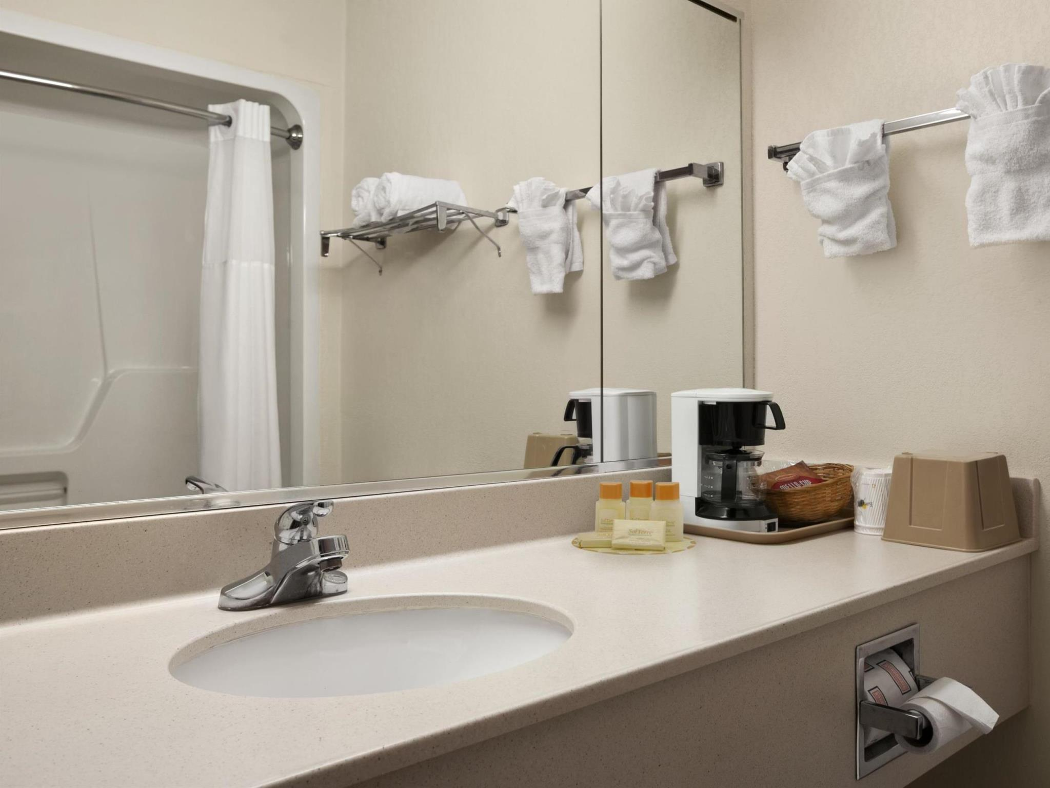 Days Inn And Suites By Wyndham Romeoville