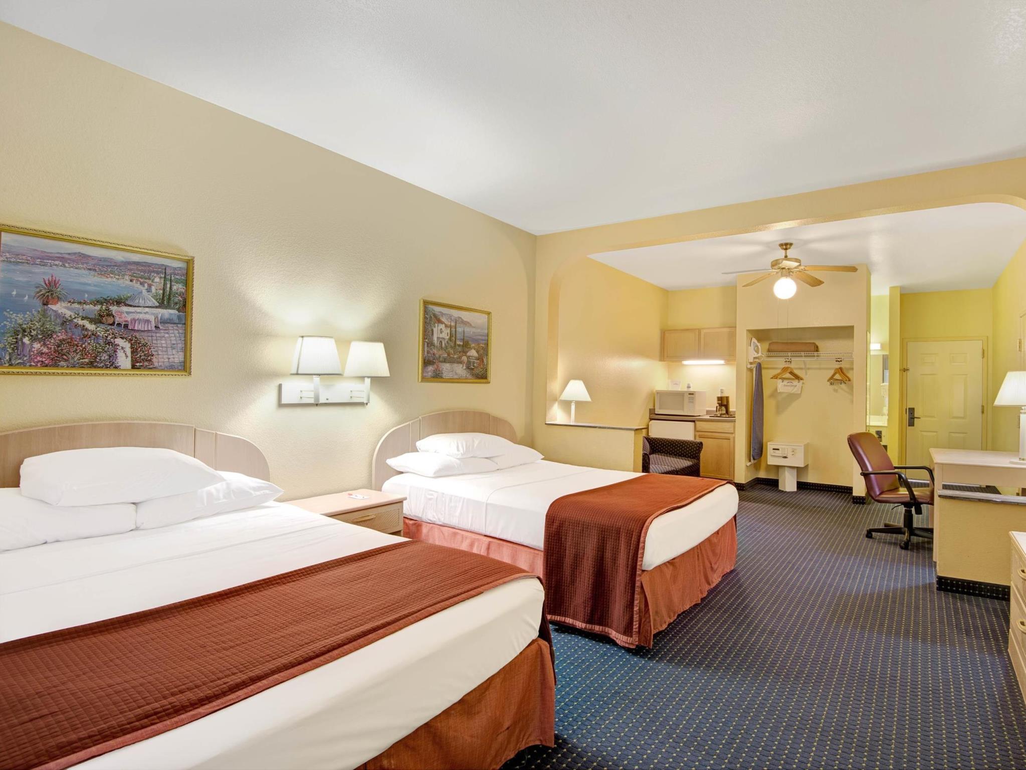 Howard Johnson Hotel & Suites By Wyndham San Antonio