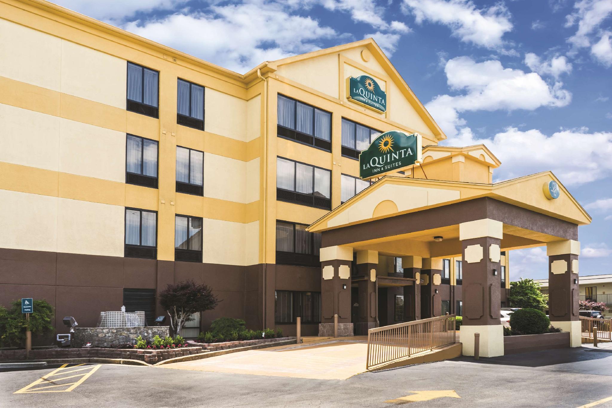 La Quinta Inn And Suites Memphis East Sycamore View