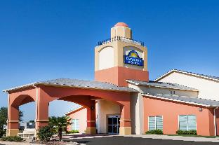 Days Inn & Suites by Wyndham Marquez