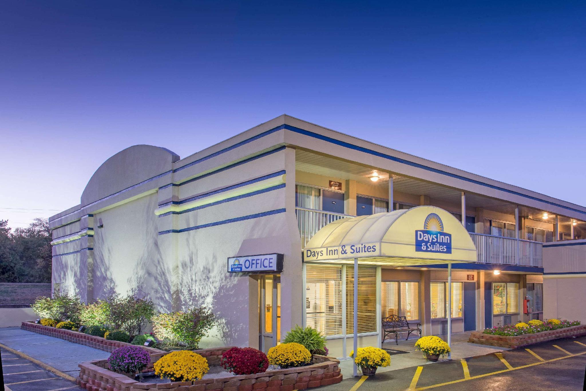 Days Inn And Suites By Wyndham Dayton North