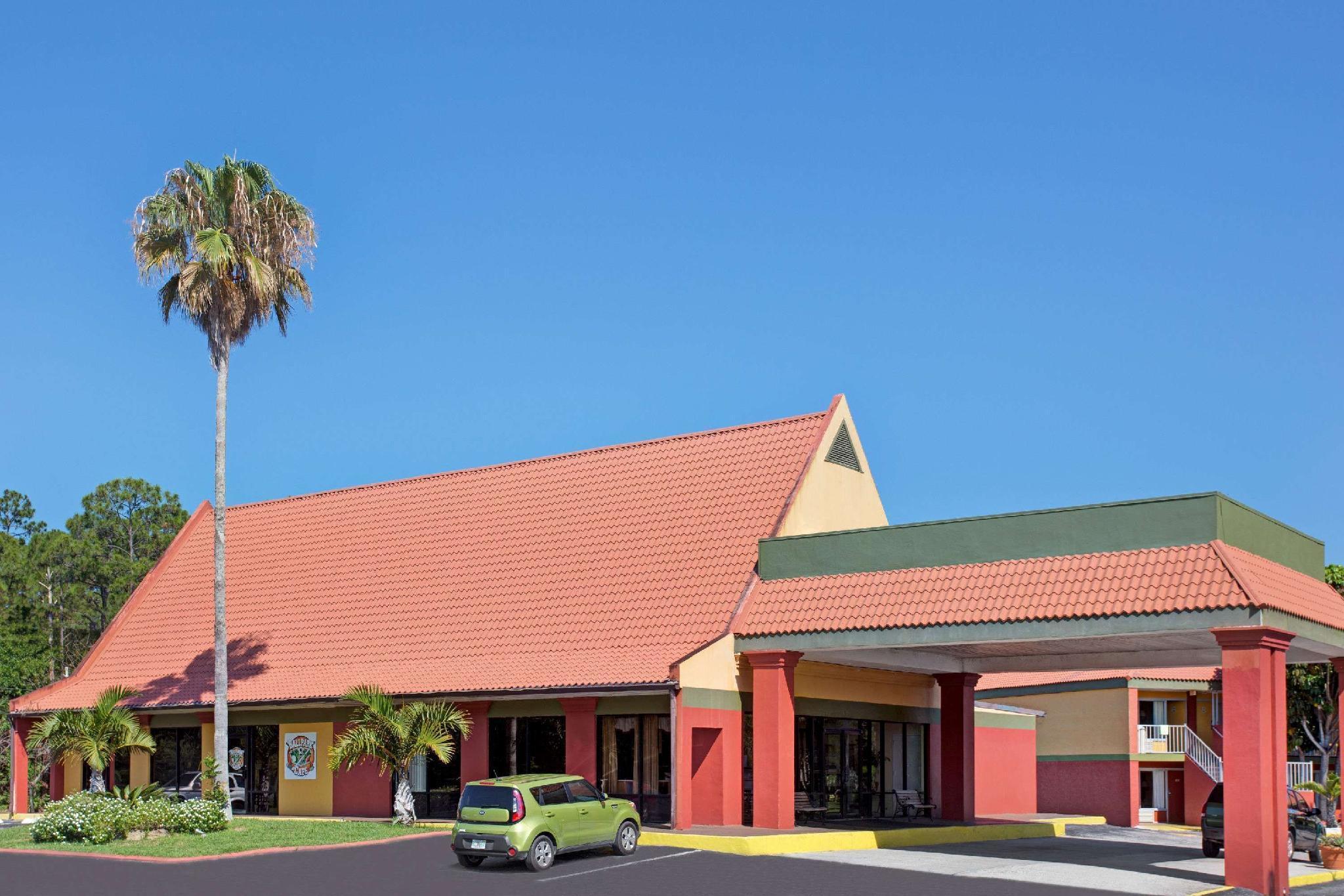 Days Inn By Wyndham Cocoa Cruiseport West At I 95 524