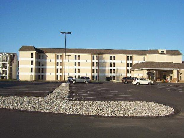 Mackinaw Beach And Bay Inn And Suites