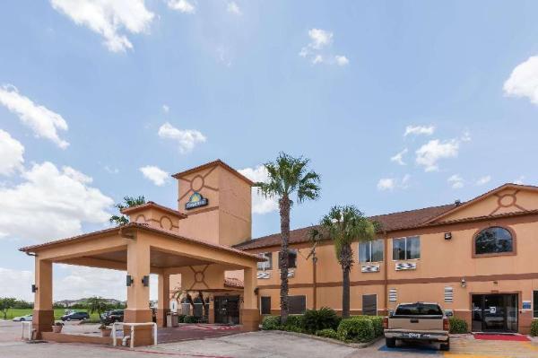 Days Inn & Suites by Wyndham Pasadena Houston