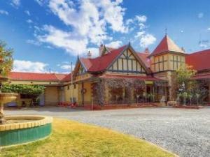 關於內陸汽車旅館 (The Lodge Outback Motel)