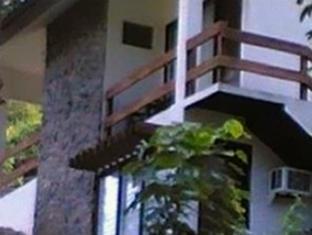 R. Paolo's The Beach Club Hotel
