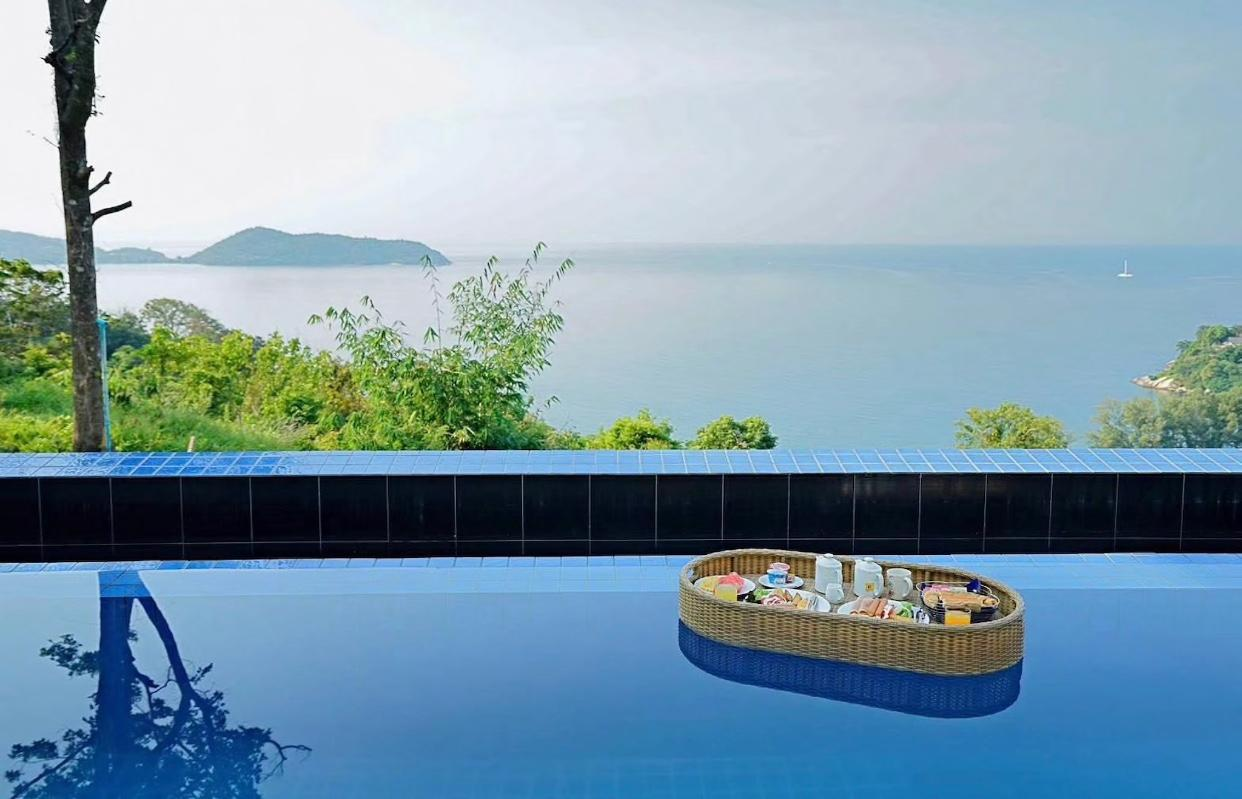 Grand Bleu Ocean View Pool Suite กองเบลอ โอเชียน วิว พูล สวีท