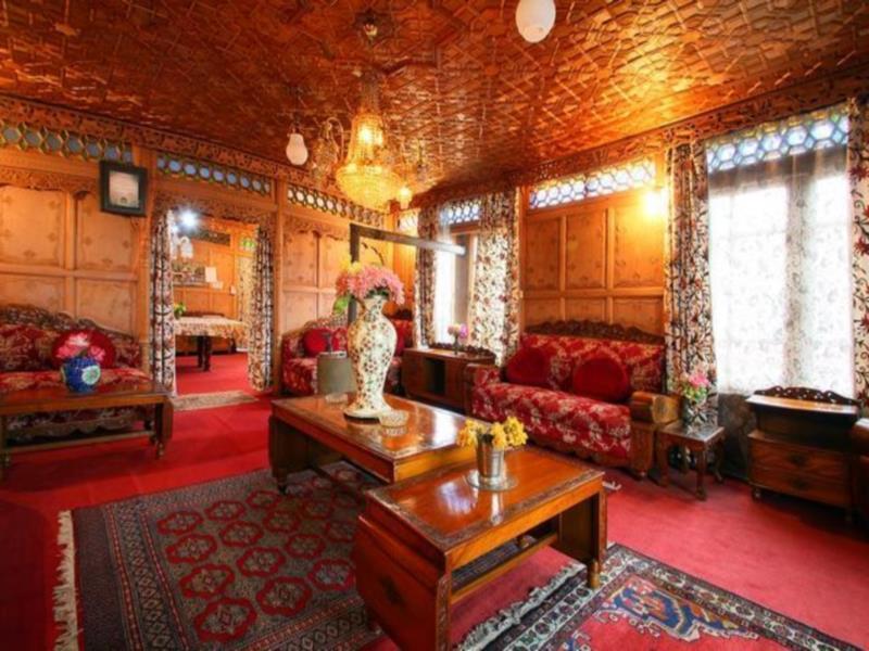 Comfy Royal Dandoo Palace – Houseboat