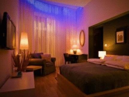 Qiu Hotel Rooms