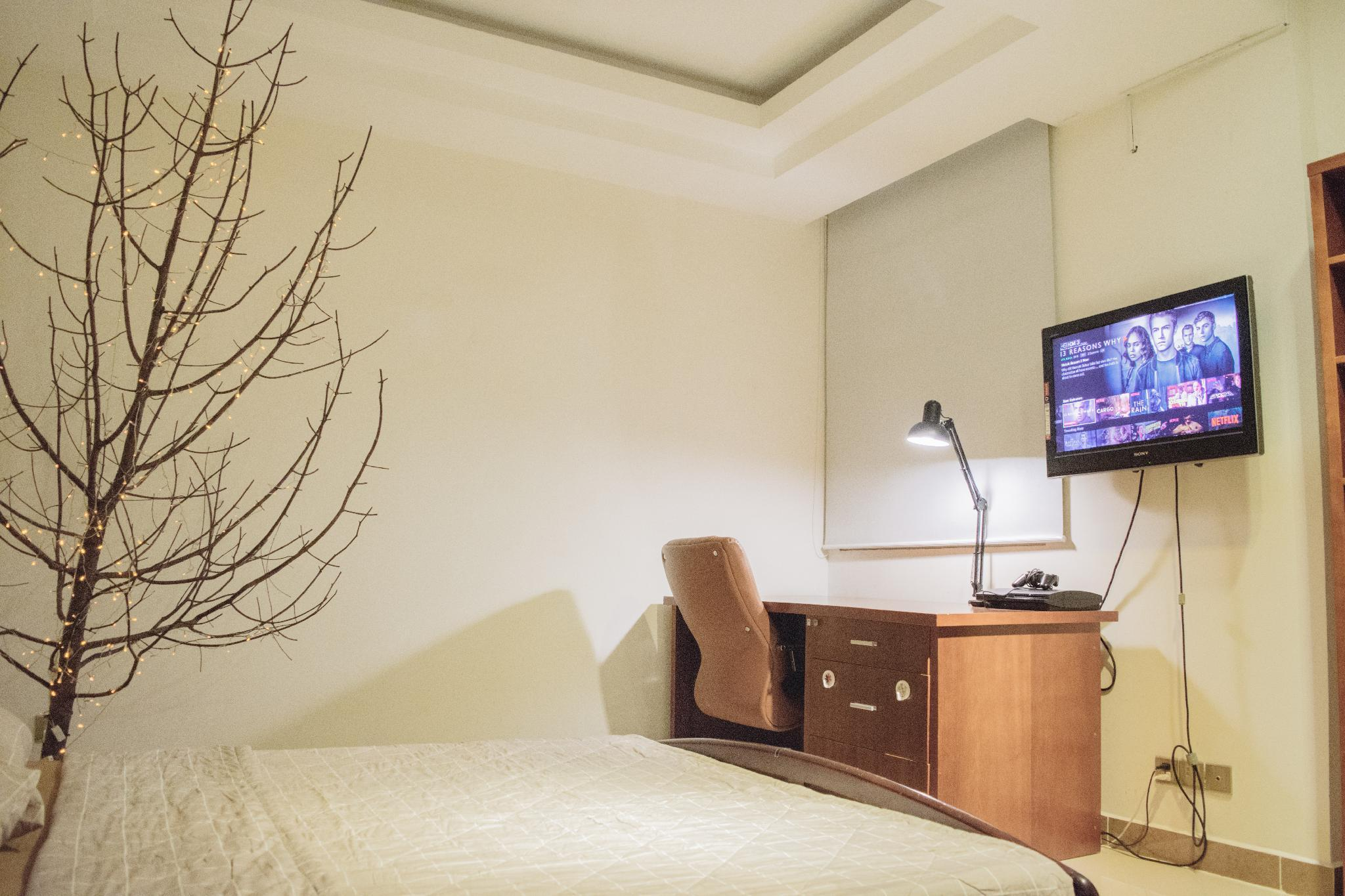 Free NETFLIX Simple And Modern Apartment  SECC