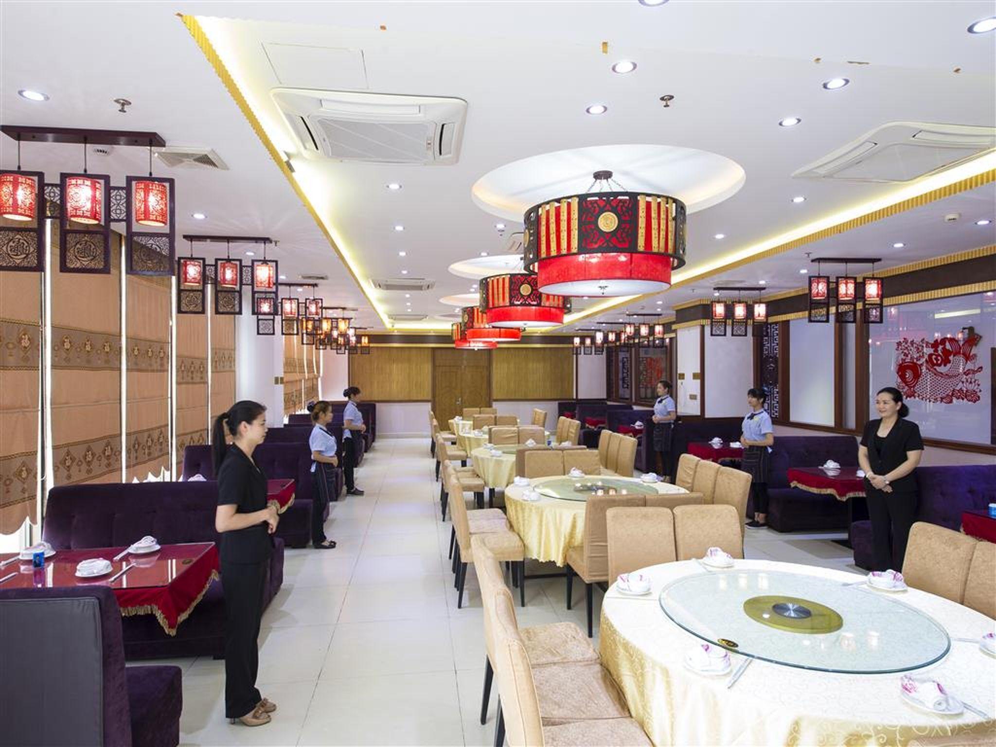 Vienna Hotel Zhanjiang Haibin Avenue Branch