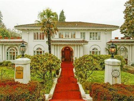 THE VILLA BED And BREAKFAST   ADULTS ONLY