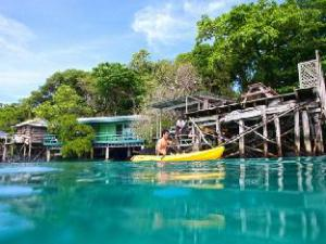 Om Lusia's Lagoon Chalets (Lusia's Lagoon Chalets)