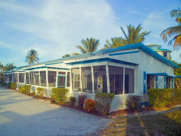 Tropical Winds Beachfront Motel And Cottages