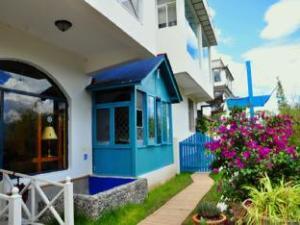 Dali Full Moon Island Hotel