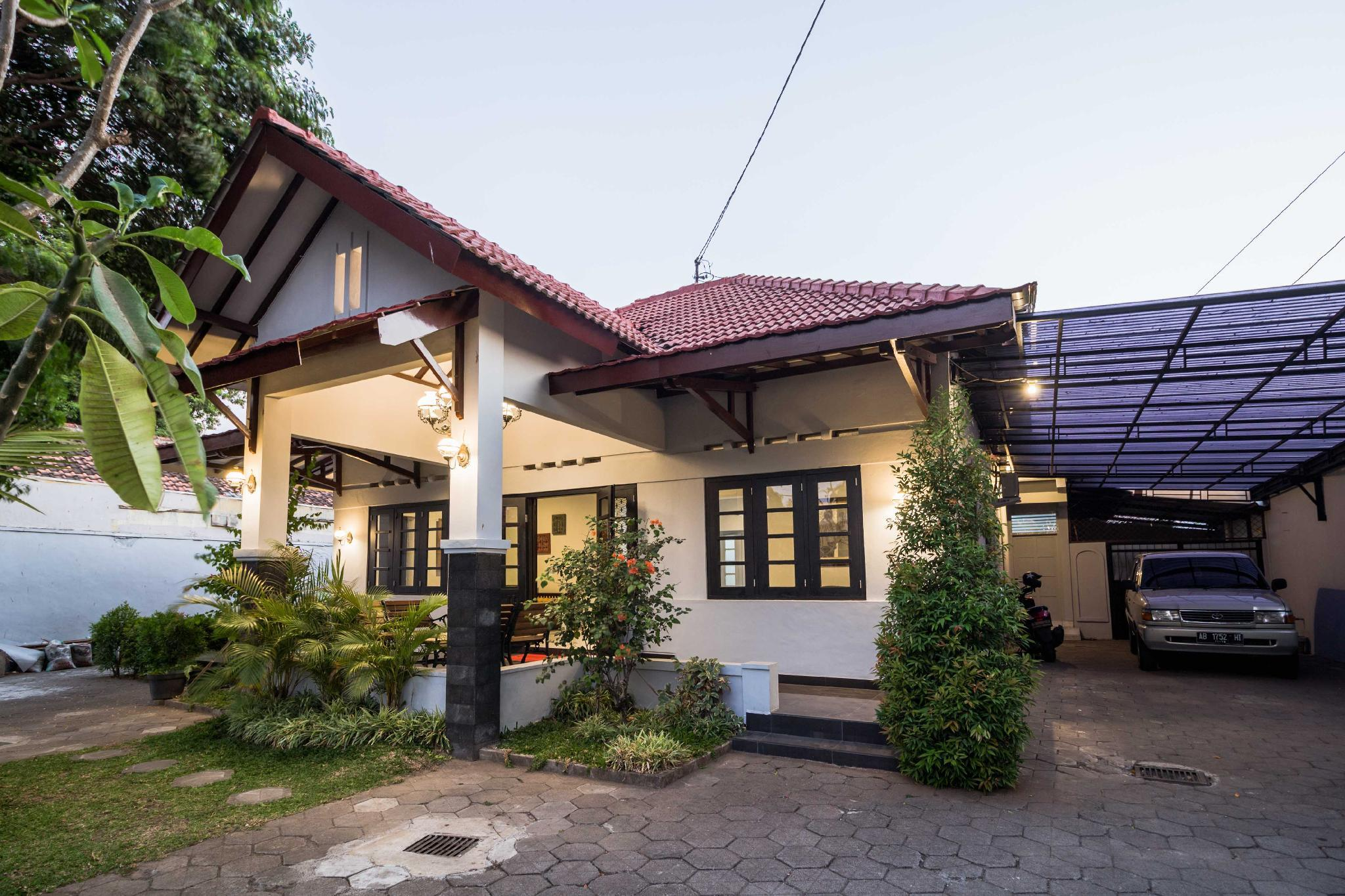 Family Vacation House In Sultan Palace Area