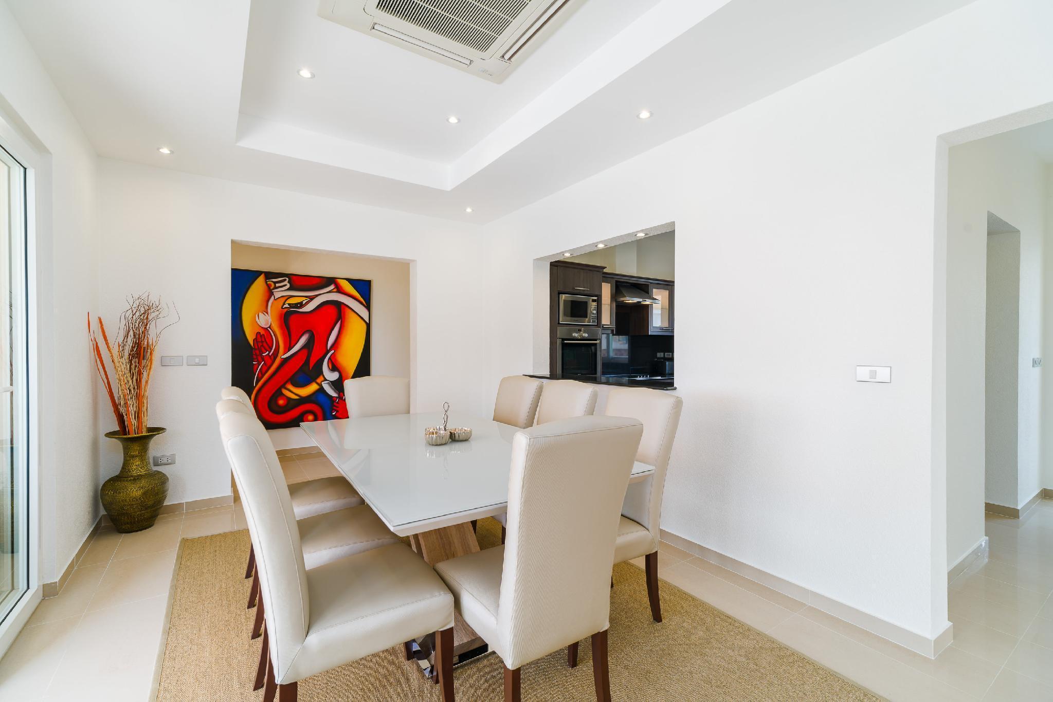 Luxury Pool Villa 604 / 4 BR 8-10 Persons Discount