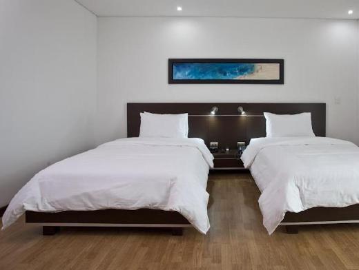 Sky Medellin Hotel