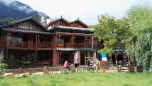 Luguhu Lakeside Apu Guest House
