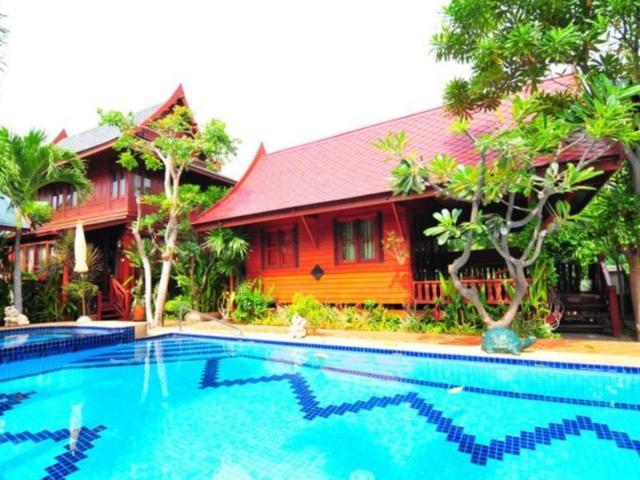 เรือนกนก – Ruen Kanok Thai House